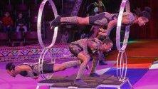 """Етиопски циркови артисти от трупата Circus African dreams с изпълнение по време на представлението """"Африка - екзотичен бум"""" в Украинския национален цирк в Киев."""