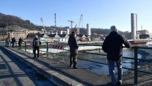 """Новият мост в Генуа, Италия, който се изгражда след срива на моста """"Моранди"""" през 2018 г., при който загинаха 43 души."""