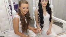 Робин Пипълс и Шарни Едуардс сключват брак в Карикфъргъс, Северна Ирландия. Двойката е първата еднополова двойка, която сключва брак в Северна Ирландия.