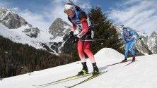 Йоханес Тингнес Бьо се състезава в ски спринта на 10 км по време на IBU Biathlon World Championships в Антхолц, Италия.