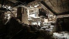 Разрушения в търговски център в Алепо, Сирия.