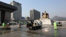 Почистване на главния площад в Сеул, Южна Корея, като мярка срещу разпространението на коронавируса.