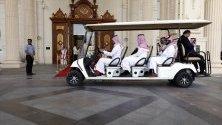 Делегати от Саудитска Арабия пристигат в хотел за среща на финансовите министри от Г20 в Риад.