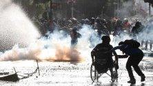 Хиляди протестиращи в центъра на град Виня дел Мар, Чили, в сблъсък в полицията. Демонстрантите не искат провеждане на фестивал в града, докато страната е в криза.