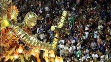 Самба училището Beija Flor участва в парада по самбодрома на карнавала в Рио де Жанейро.