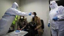 """На летище София беше проведено учение на ВМА, """"Гранична полиция"""" и санитарните служби за сценарий за откриване на двама пациенти на летището, болни от коронавирус, и как трябва да се извърши цялата дейност около тяхното транспортиране до ВМА."""