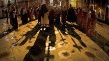 Монаси участват в традиционен поход по стъпките на Христа към катедралата на Памплона, с който отбелязват началото на Великите пости за католиците.