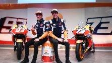 Братята Марк и Алекс Маркес от отбора на Repsol Honda на представяне в централата на петролната компания в Мадрид, Испания.
