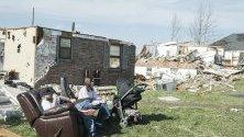 Две торнада преминаха през щеата Тенеси в САЩ и оставиха множество разрушени домове и загинали хора.