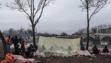Лагер на мигранти край река Тунджа, край Одрин, Турция.
