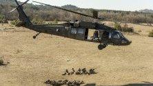 "Хеликоптер ""Блек Хоук"" участва във военно учение на унгарските и американските сили Hawk Strike 2020 в Залахалап, Унгария."