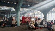 Мигранти се топлят край Одрин, Турция, при опитите си да преминат границата с Гърция.