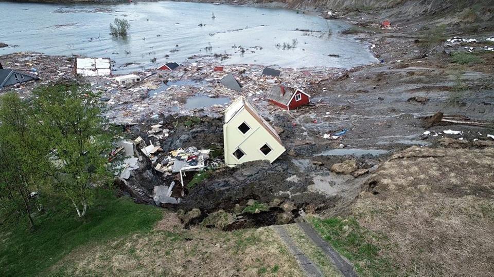 Свлачище отнесе норвежко селище в морето